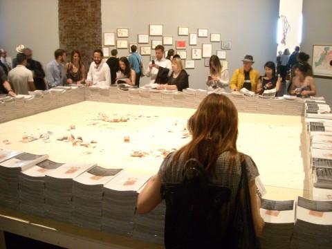 Biennale di Venezia 2015 - L'opera di Marco Fusinato all'Arsenale