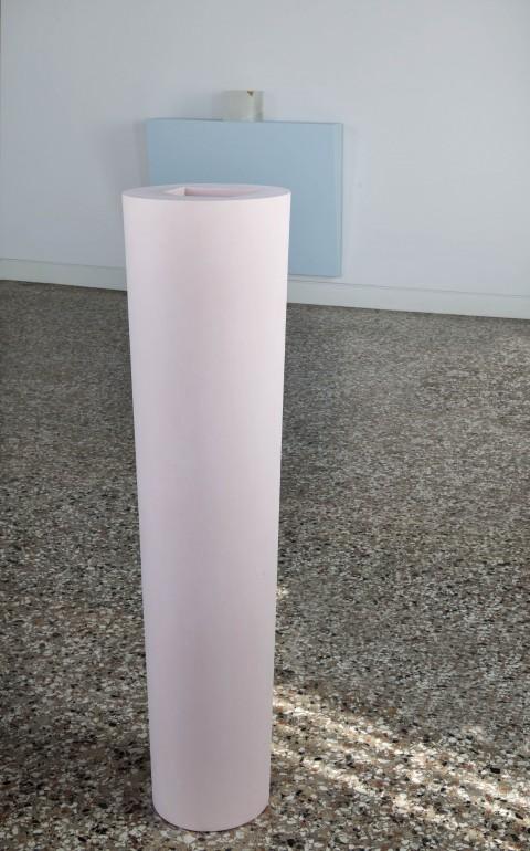 Ettore Spalletti, Così com'è, fonte, 2006, impasto di colore su resina, h 130,5 cm, Ø superiore 37,7 cm, Ø inferiore 25,3 cm, foto Matteo de Fina