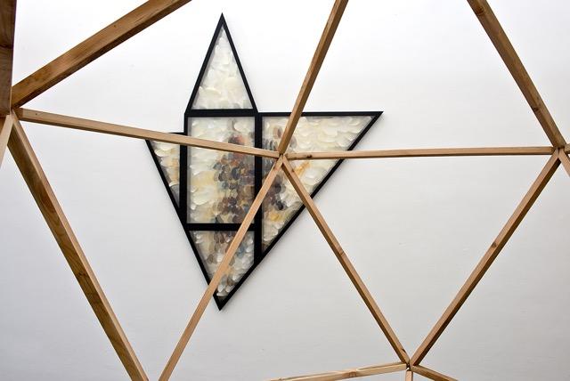Maurizio Donzelli – Diramante - veduta della mostra presso la Galleria Eduardo Secci, Firenze 2015 - acquerelliIcosaedro e Mirror Stella