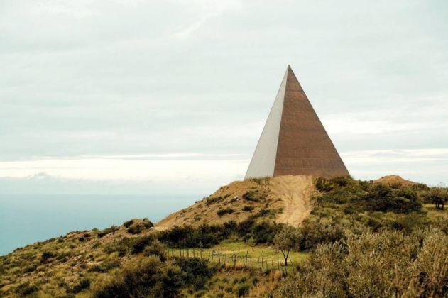 Mauro Staccioli, Piramide - Fiumara d'Arte