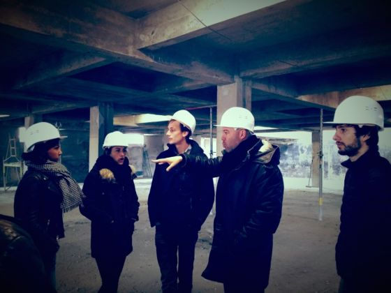 Aaron Sprecher & studenti in visita al cantiere della nuova Confluence – Institute for Innovation and Creative Strategies in Architecture