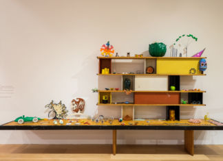 Charlotte Perriand, Bibliothèque pour la maison de la Tunisie, 1952. Courtesy of Charlotte Perriand and Tanja Leighton Gallery Berlino. Objects courtesy of Bethan Wood. Foto_ Andrea Guermani, courtesy Pinacoteca Agnelli