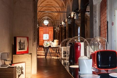 ISIA Design Convivio - veduta della mostra presso la Biblioteca Umanistica dell'Incoronata, Milano 2015