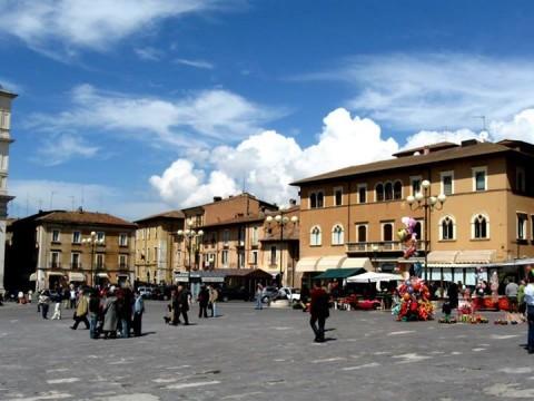 L'Aquila, 5 aprile 2009, ore 12 - poche ore prima del terremoto
