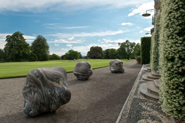 Peter Randall-Page. Shapes in the clouds - photo © Sergio Tenderini - Villa Panza