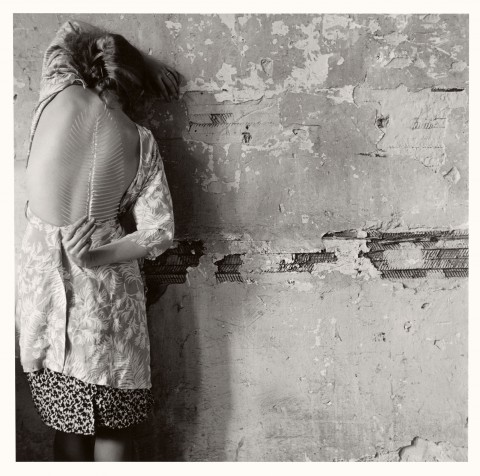 Francesca Woodman, Untitled, New York, 1979-2001 - © Courtesy George and Betty Woodman, New York - Sammlung Verbund, Wien