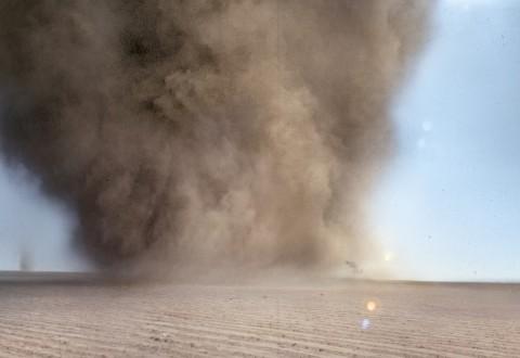 Francis Alÿs, Tornado, Milpa Alta, 2000-10 – still da video - photo Francis Alÿs e Jorge Golem