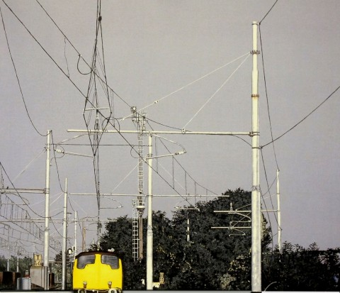 Giuseppe Bartolini, Tralicci F.S e treno giallo, 1998 - Collezione privata, Milano