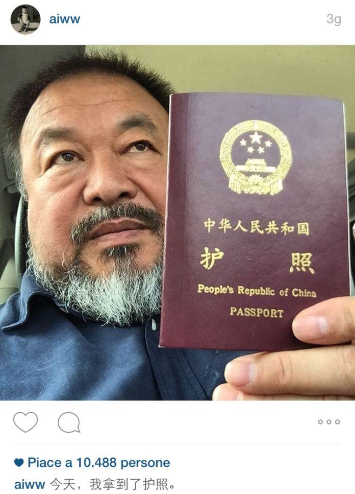 L'annuncio di Ai Weiwei su Instagram: la restituzione del suo passaporto