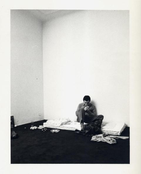 Alberto Garutti, Credo di ricordare, 1974 - 32 fotografie in bianco e nero - Courtesy Galleria Diagramma, Milano 1975