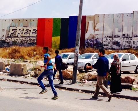 La bandiera arcobaleno di Khaled Jarrar