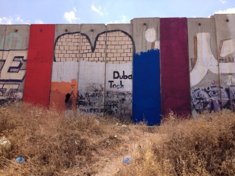 La bandiera arcobaleno di Khaled Jarrar, ormai cancellata