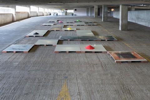 Metahaven – Possessed - veduta della mostra presso Bold Tendencies, Londra 2015 - Courtesy Hannah Barry Gallery, Londra