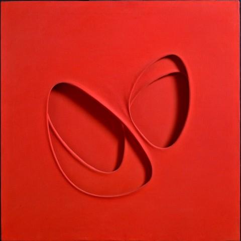Paolo Scheggi, Intersuperficie curva dal rosso, 1964, acrilico rosso su tre tele sovrapposte
