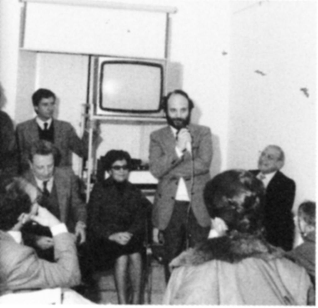 Enrico Crispolti, Alba Di Sarro, Tonino Sicoli, Filiberto Menna durante Ia mostra I PostMeridionali al Centro Di Sarro, Roma 1984