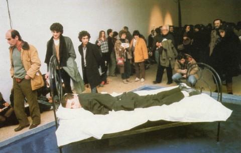 Gianni Colosimo in Il grande sonno della trapezista, Galleria Nazionale d'Arte Moderna di Roma, 1981 - photo Paolo Quinto Vido