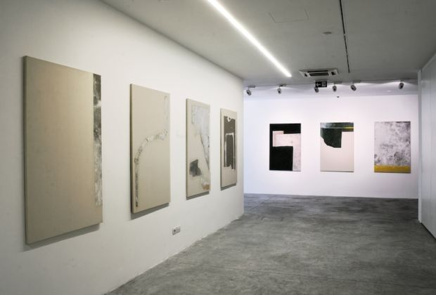 Gianni Politi, Mountaintop Waterdrop, installation view