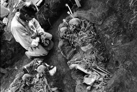 La verdad bajo la terra. Guatemala, el genocidio silenciado, di Eva Vilamala