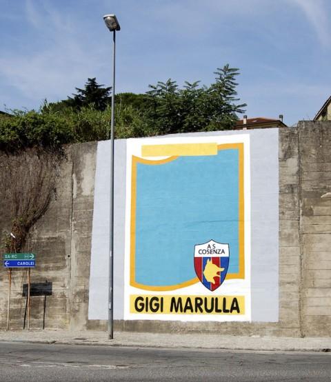 L'opera di Flavio Favelli a Cosenza corretta dai tifosi