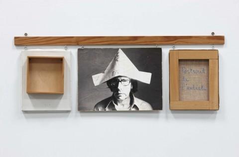 Robert Filliou, Autoportrait bien fait, mal fait, pas fait, 1973 – Museo Nacional Reina Sofía, Madrid – photo Estate of Robert Filliou – courtesy Galerie Nelson-Freeman, Parigi