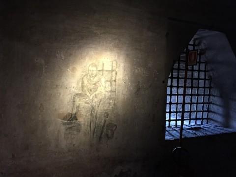 Rocca di Vignola - incisioni nella sala della prigione di CiminoRocca di Vignola - incisioni nella sala della prigione di Cimino