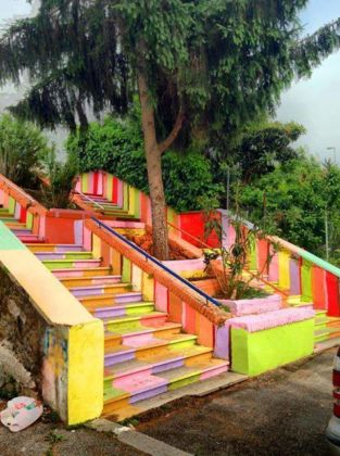 Una scalinata dipinta dai Pittori Anonimi del Trullo