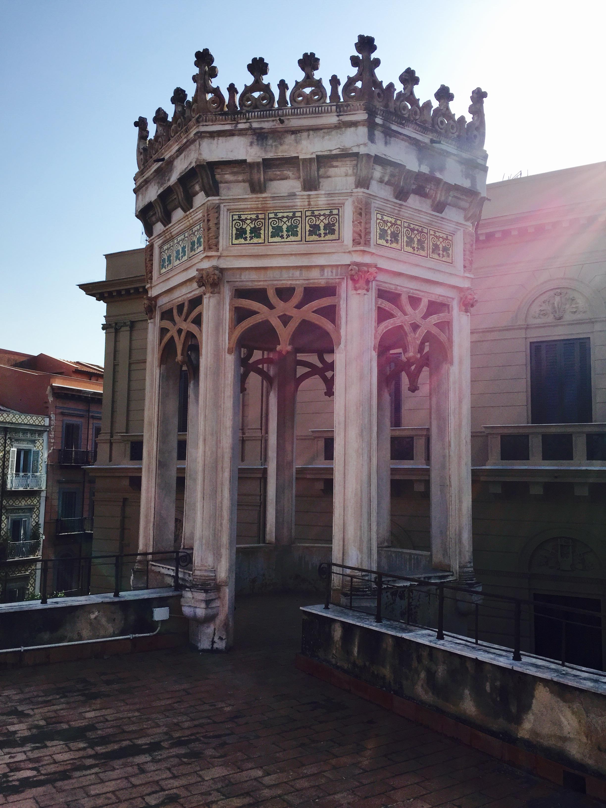 Villino Favaloro, Palermo - la torretta ottogonale con i decori musivi di Salvatore Gregorietti