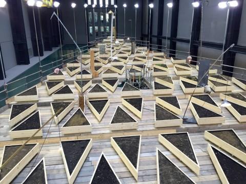 Abraham Cruzvillegas alla Turbine Hall della Tate Modern