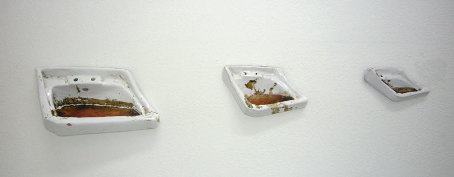 Cristiano De Gaetano, Untitled, 2011 - ceramica e resina, dimensioni variabili - collezione Galila, Bruxelles