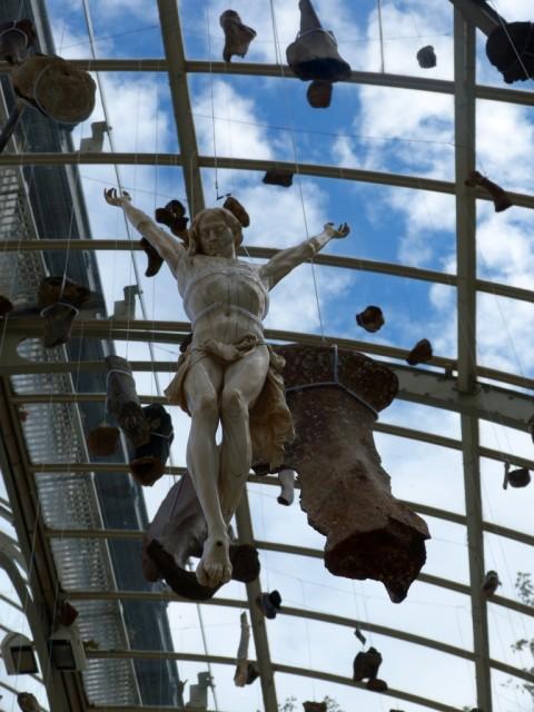 Danh Vō – Destierra a los sin rostros - Premia tu gracia - veduta della mostra presso il Palacio de Cristal, Madrid 2015