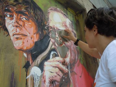 Le opere di Diavù all'esterno dell'ex Cinema Impero (Roma) vandalizzate e restaurate, grazie a una colletta del quartiere