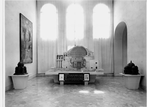 ll modello del Pantheon esposto in Galleria Leonardo alla fine degli anni '50