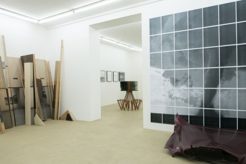 Au-delà de l'image (I) - veduta della mostra presso la Galerie Escougnou-Cetraro, Parigi 2014