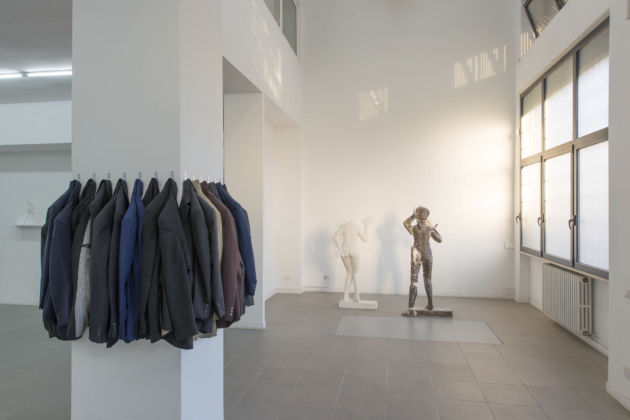Dominik Lang - Naked figures, dressed figurines - veduta della mostra presso The Gallery Apart, Roma 2015 - photo Giorgio Benni