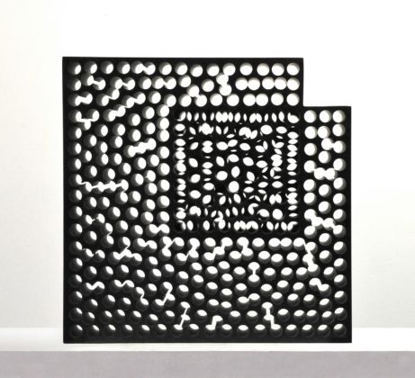 Kubach&Kropp, Stone for the Light, 2014, granito nero di Svezia, 47x47x12,5 cm