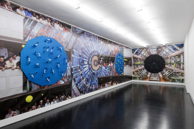Luca Pozzi – Detectors – veduta della mostra presso Federico Luger Gallery, Milano 2015 – photo Cosimo Filippini – background image credit CERN (LHC, Atlas Detector) and Michael Hoch (CMS Experiment)