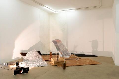 New Babylon - veduta della mostra presso la Galerie Escougnou-Cetraro, Parigi 2015