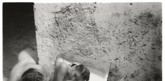 Francesca Woodman, Self deceit 1, Roma 1978 - (c) Betty and George Woodman