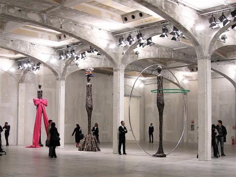 Lo strano caso Baldessari-Giacometti alla Fondazione Prada