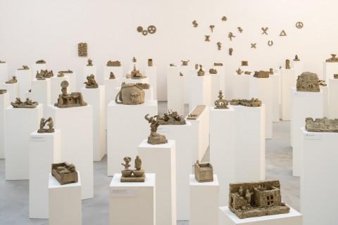 Peter Fischli & David Weiss, Sculptures from the series Plötzlich diese Übersicht, 19:1:2000 - Emanuel Hoffmann Foundation - © Peter Fischli & David Weiss - photo Jason Klimatsas
