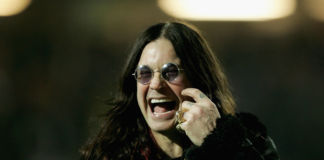 Ozzy Osbourne nel novembre del 2004 a Watford, Inghilterra (Photo by Bryn Lennon/Getty Images)