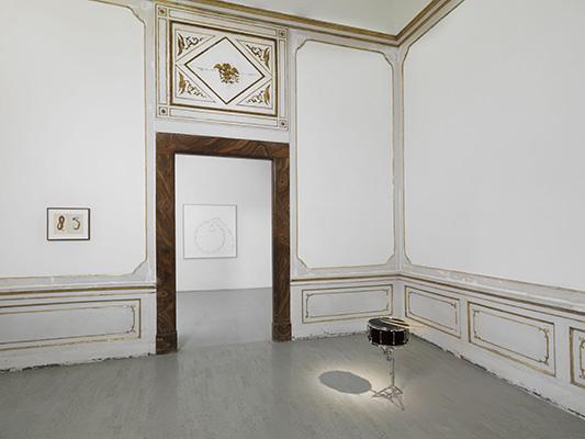 Anri Sala - veduta della mostra presso la Galleria Alfonso Artiaco, Napoli 2015 - photo L. Romano