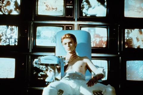 David Bowie in L'uomo che cadde sulla Terra, regia di Nicolas Roeg, 1976, credits Studio Canal