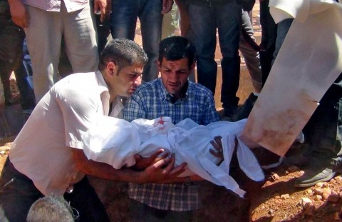 Abdullah al-Kurdi, padre di Aylan, durante il funerale del figlio