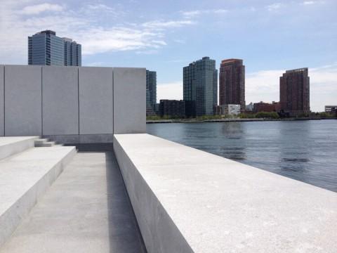 La Queens Library vista dal Four Freedom Park, New York - courtesy Steven Holl Architect