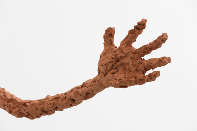 Judith Hopf, Untitled (Pair of Arms), 2015, red clay, dettaglio