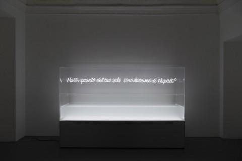 Alfredo Jaar - Napoli, Napoli – installation view at Galleria Lia Rumma, Napoli 2016 – photo Giorgio Benni - courtesy Galleria Lia Rumma, Milano-Napoli