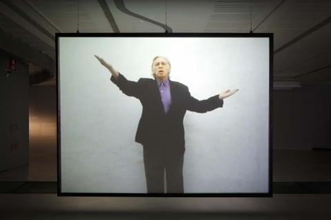 Jimmie Durham, A Proposal for a New International Genuflexion in Promotion of World Peace, 2007 – still da video - courtesy Fondazione MAXXI, Roma - photo Musacchio Ianniello