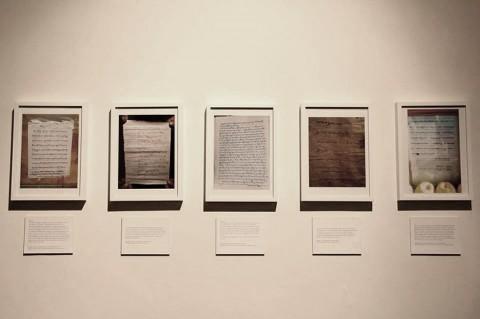Last Words, l'opera prima di essere coperta al Dhaka Art Summit (foto widewalls.ch)