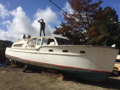 Ubiquity Land - Alessandro Giuliano e la sua barca prima del trasporto a Joshua Tree